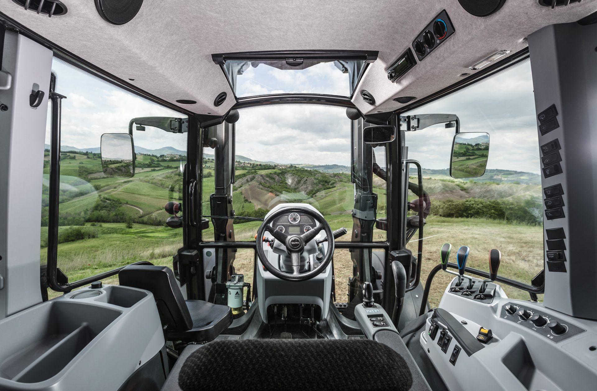 tractor Valtra A 84 SH interior
