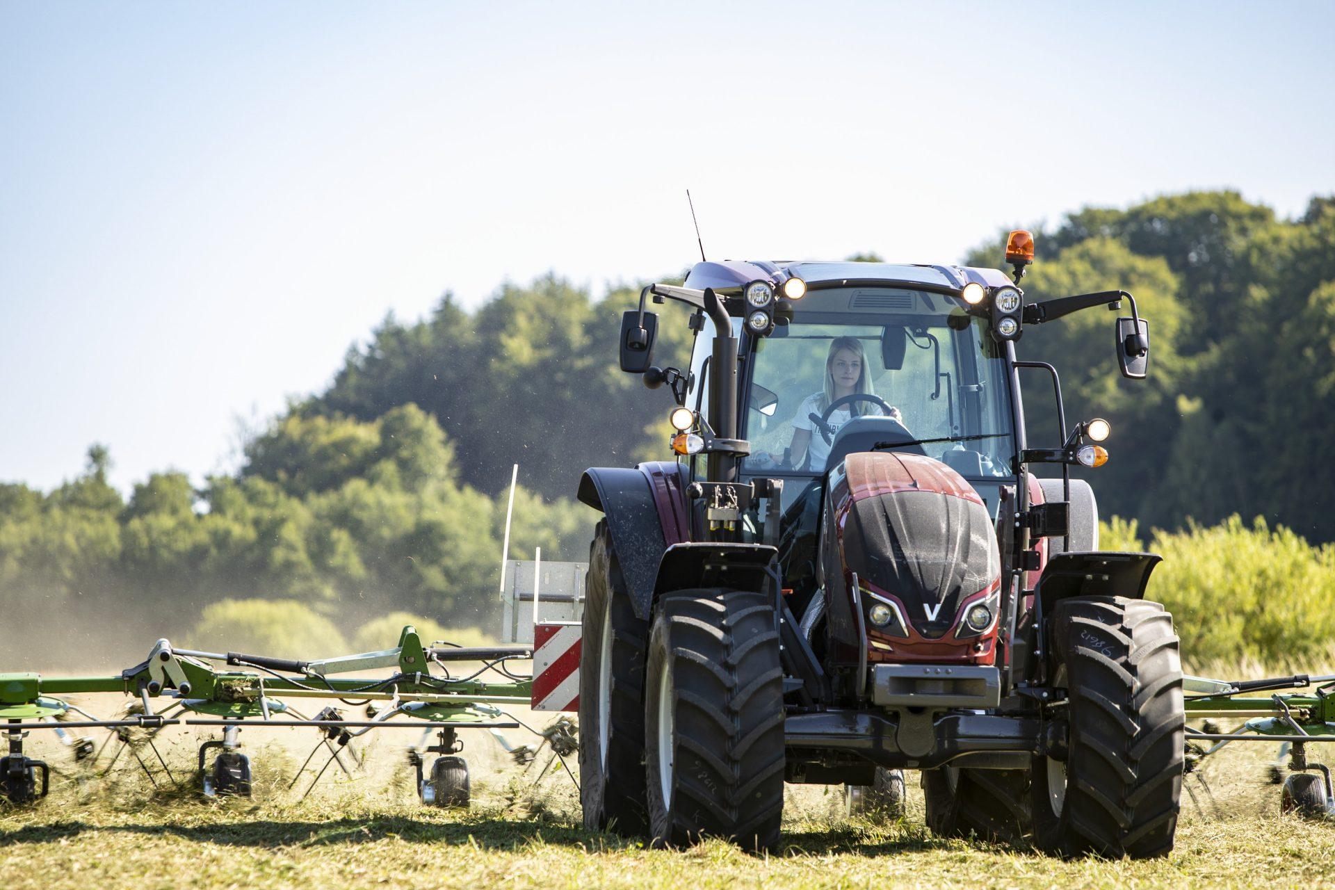 tractor Valtra A 124 LH