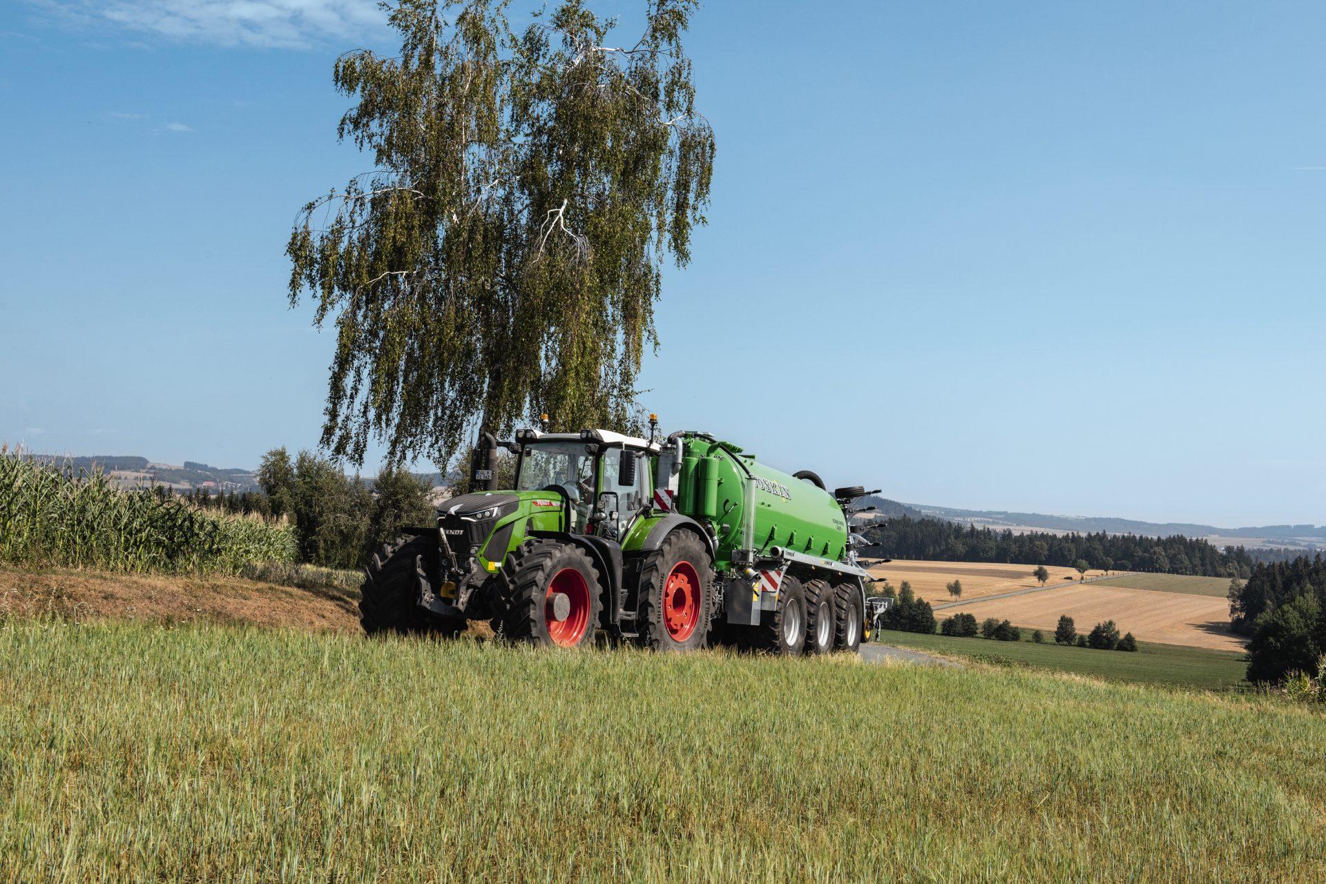 Tractor Fendt 939 Vario Power , peisaj deluros