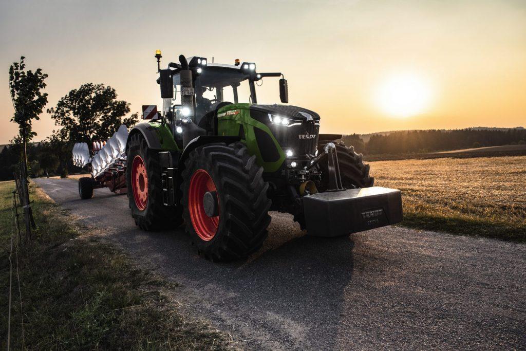 Tractor Fendt 942 Vario Power, apus de soare