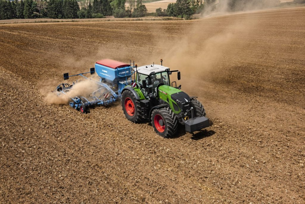Tractor Fendt 942 Vario Power pe camp arabil