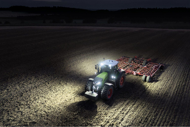 Tractor Fendt 714 Vario Profi - utilaje agricole