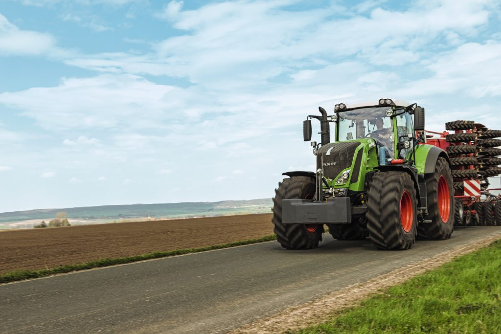 Tractor Fendt 824 Vario Profi Plus