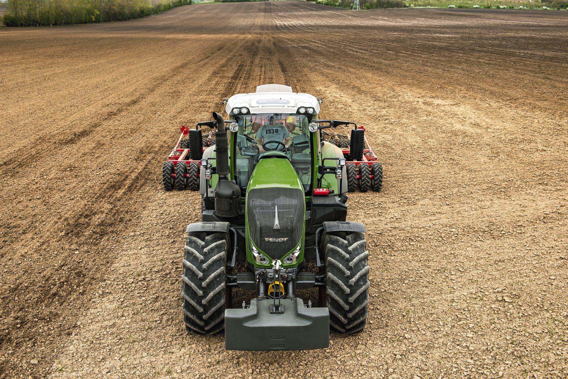 Tractor Fendt 826 Vario Power