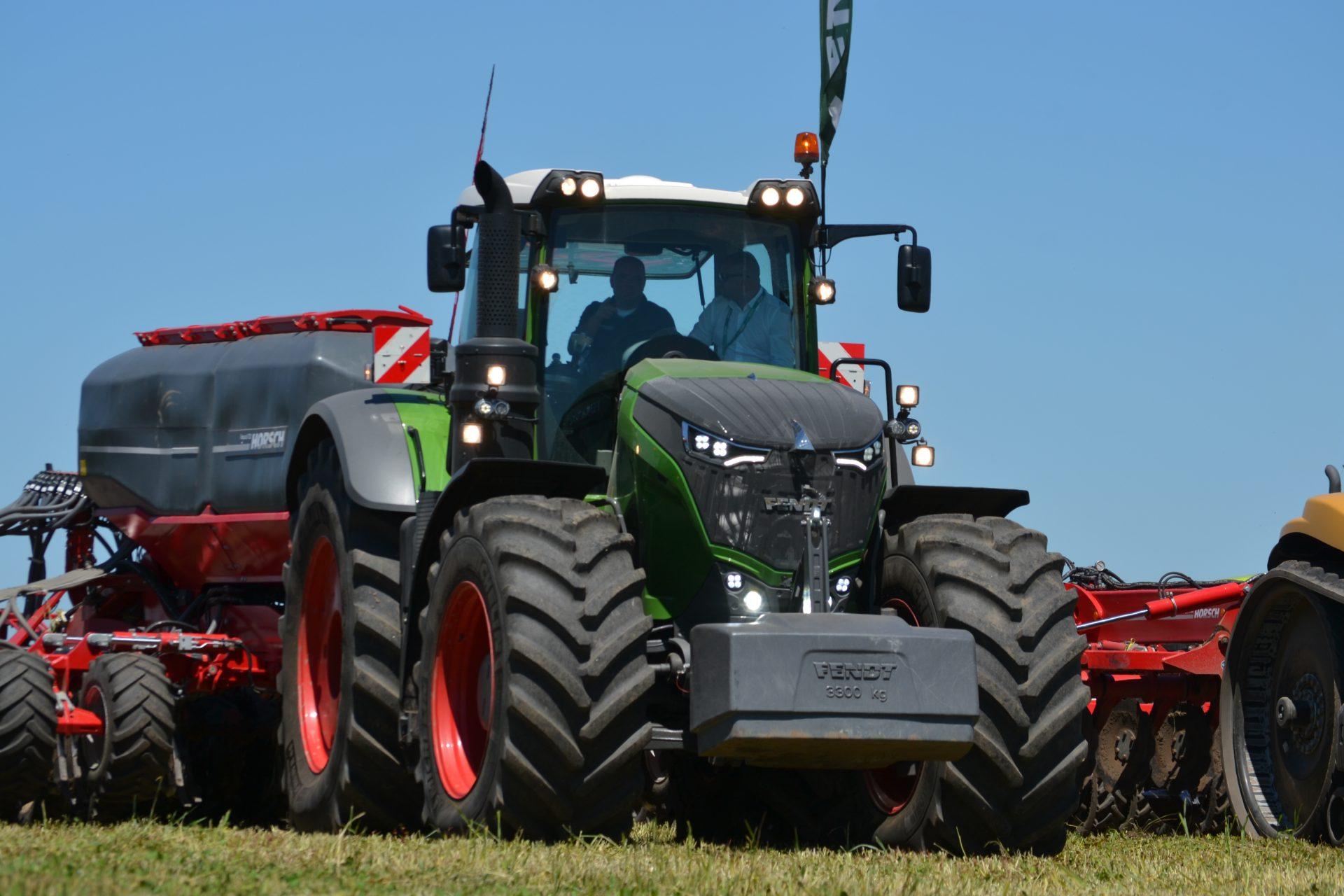 Tractor Fendt 1046 Vario Profi Plus