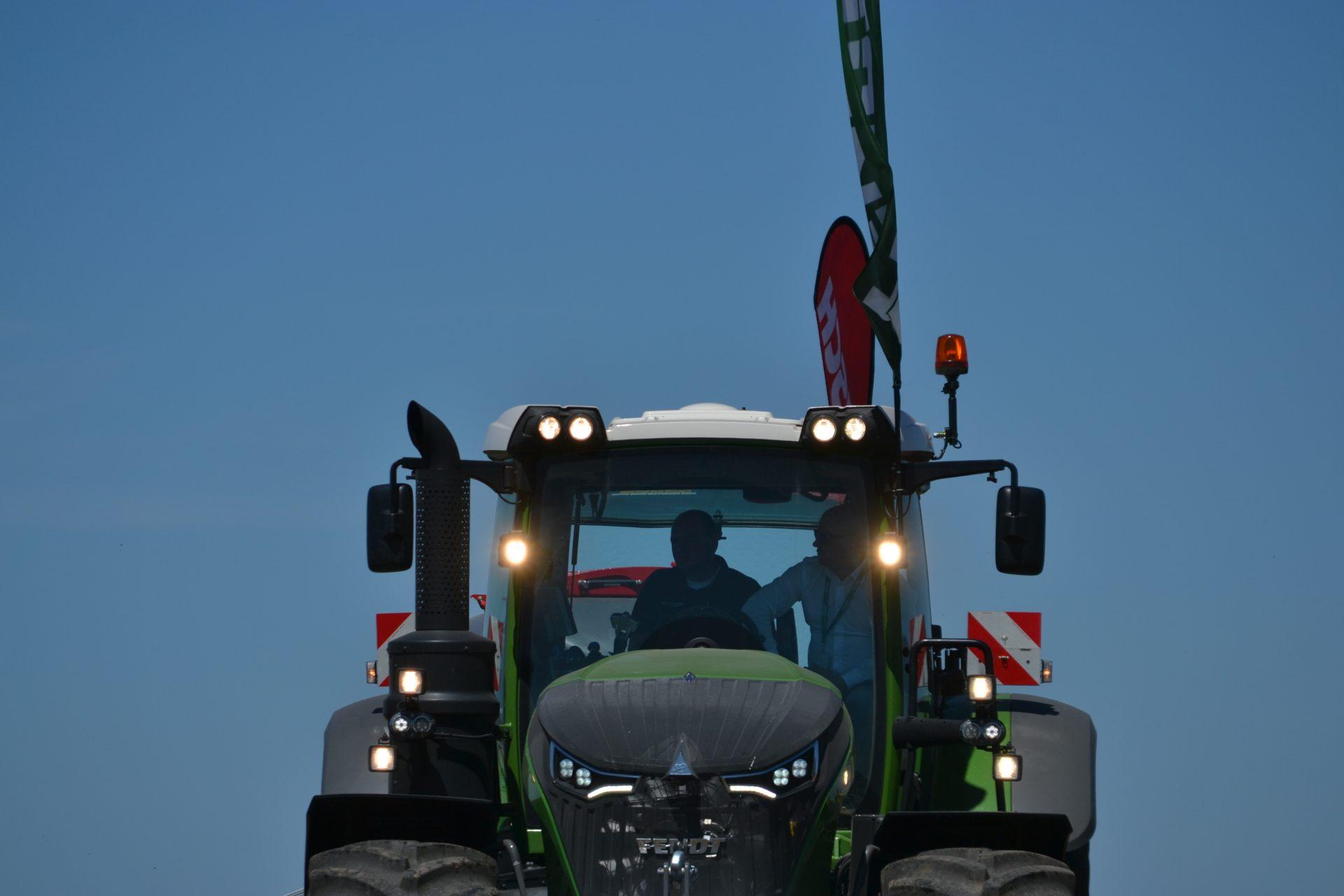 Tractor Fendt 1046 Vario Profi