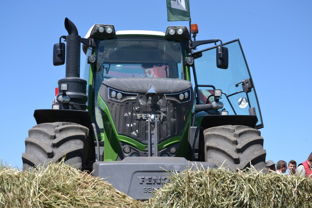 Tractor Fendt 1046 Vario Power Plus