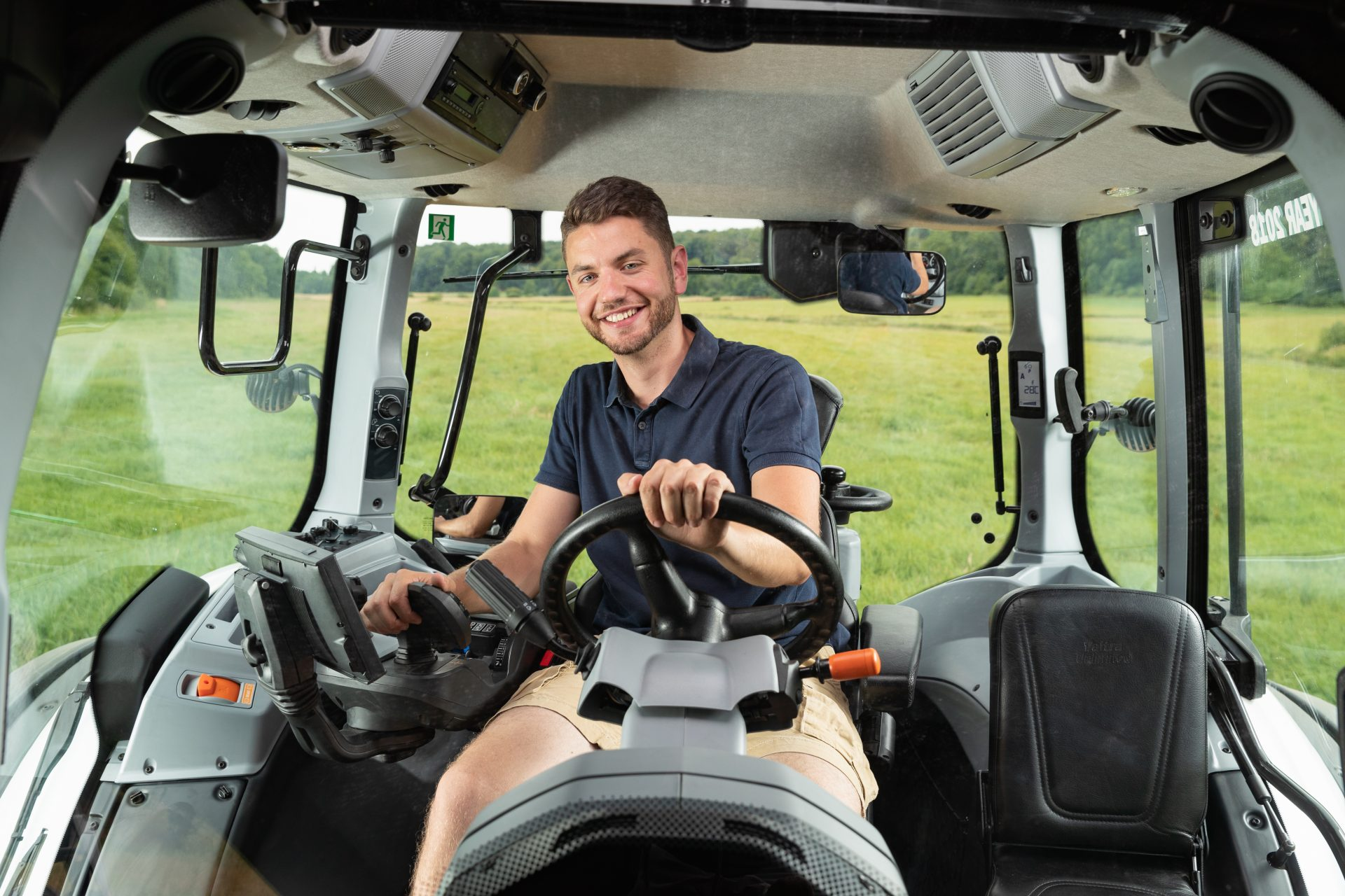 Tractor Valtra T 144 V Smart Touch
