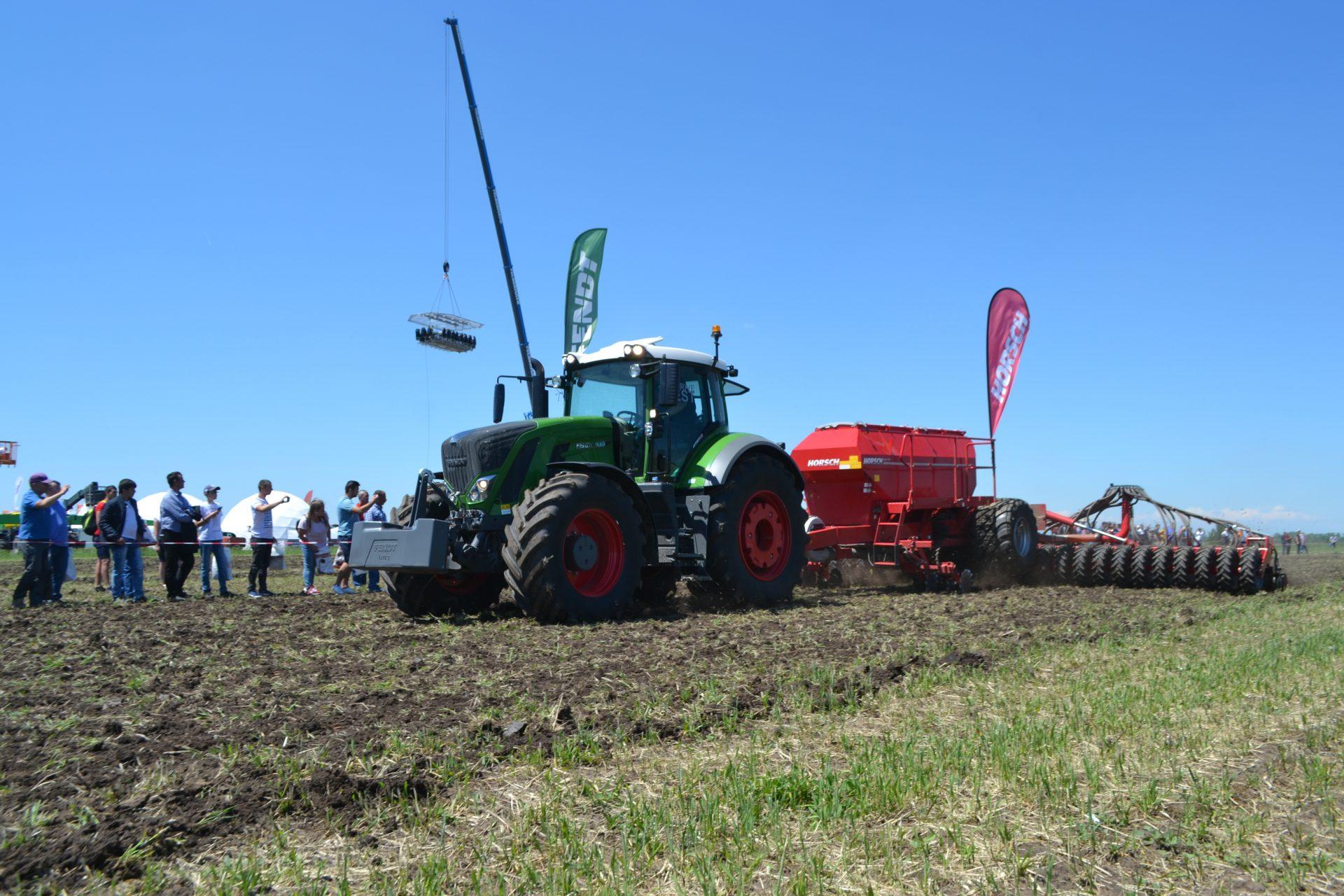 Tractor cu semanatoare marca Horsch SERTO 10 SC G+F