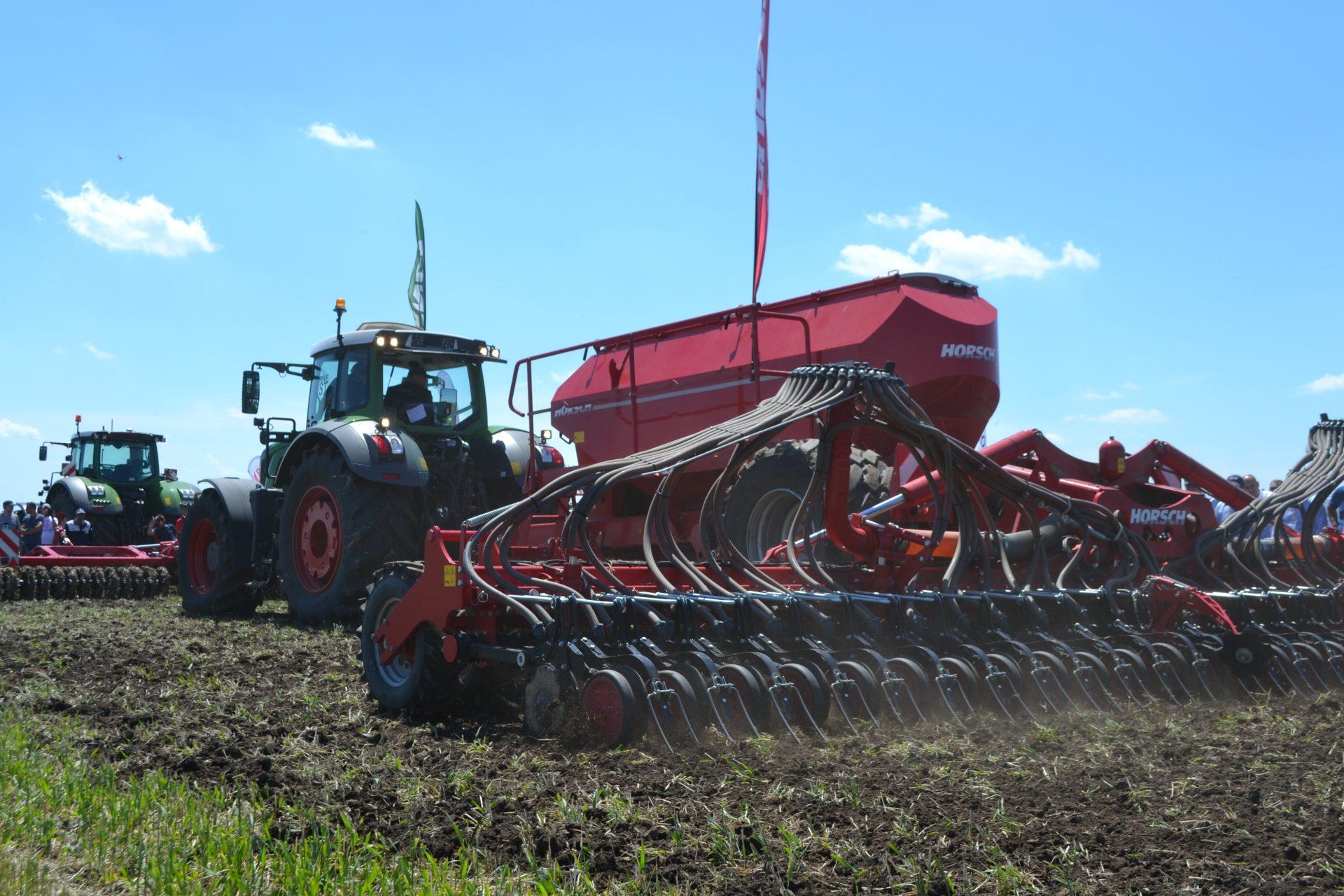 Semanatori Horsch SERTO 10 SC G+F pe teren agricol