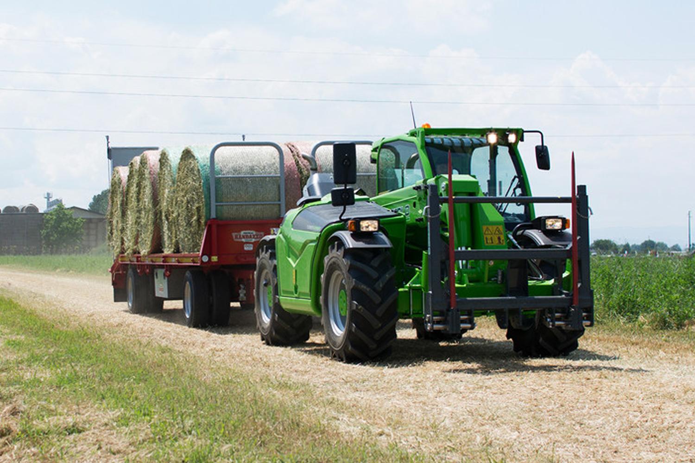 Utilaje agricole-Merlo Turbofarmer 30.9 115 G cu remorca
