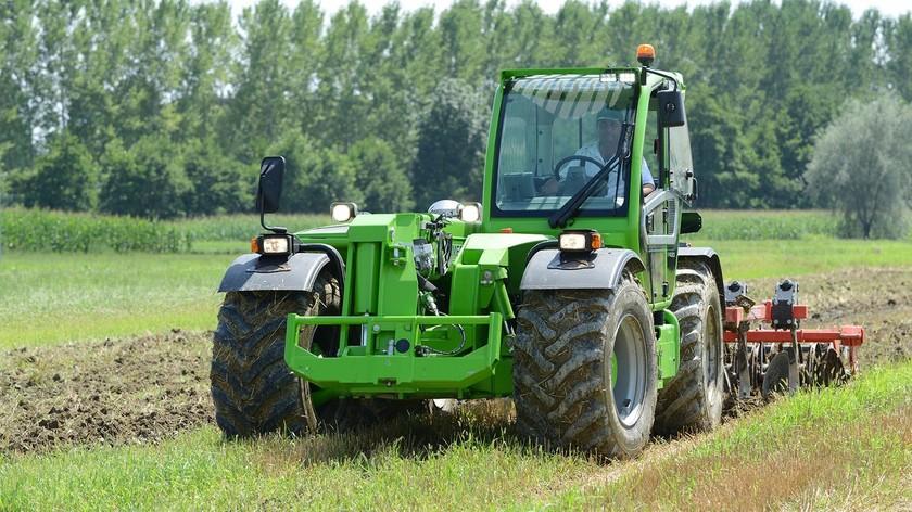 Merlo Multifarmer 40.7 CS pe teren agricol