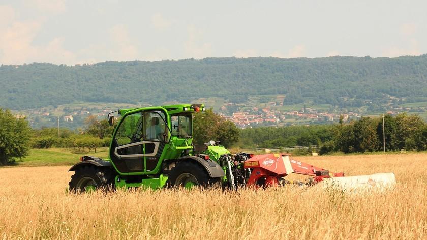 Merlo Multifarmer pe teren agricol